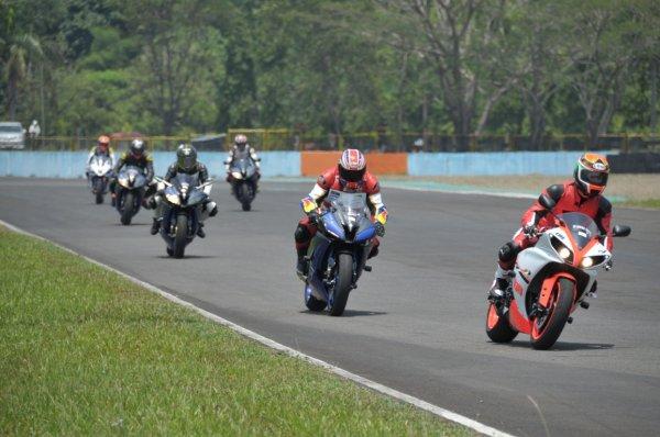 Komunitas R-Series Yamaha dalam praktek Track Day di Sentul International Circuit (2)