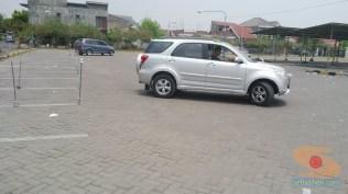 Belajar nyetir mobil toyota rush di Bagoes gresik (5)
