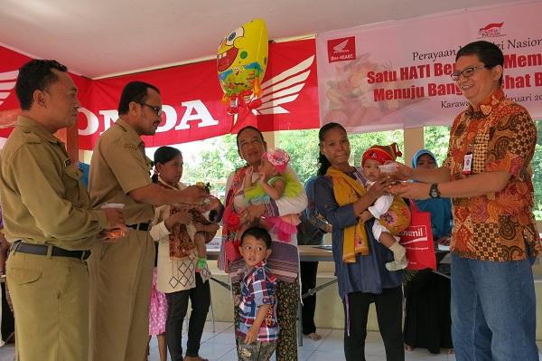 kampanye sadar gizi ahm bersama posyandu di karawang 2015 (1)