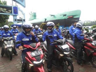Peserta Tour de Soul naik All New Soul GT 125 di Museum Kapal Selam Surabaya Jawa Timur