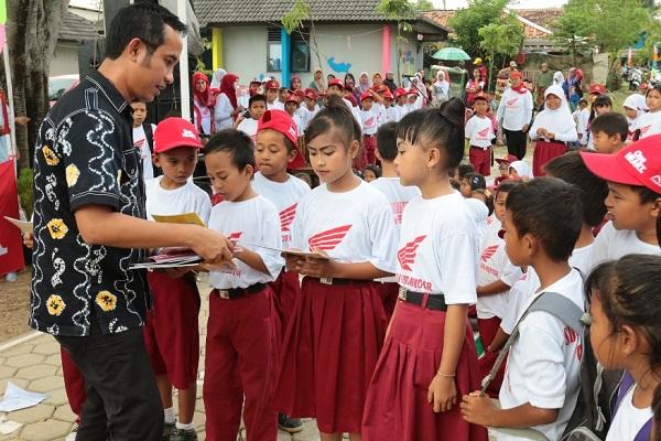 Peringatan Hari Buku Nasional oleh AHM dan Sahabat Satu Hati tahun 2015 (2)