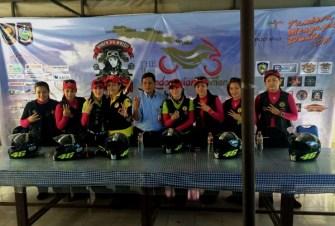 Tujuh Srikandi Women on Wheels Indonesia saat tiba di Lombok Nusa Tenggara Barat