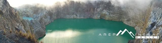 indahnya kawah di gunung kelimutu NTT