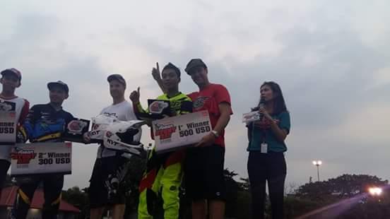 Wawan Tembong menggunakan Yamaha MT-25 yang membawanya jadi jawara Kejuaraan Inteernational Freestyle ASEAN Stunt Day (2)