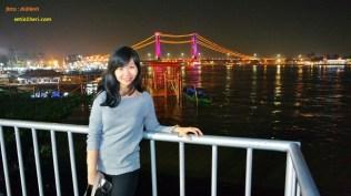 mbak siska AHM di jembatan ampera palembang