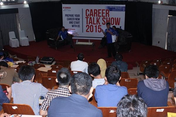 Peserta menyimak dengan penuh perhatian saat top management PT Yamaha Indonesia Motor Manufacturing memberikan presentasi (3)