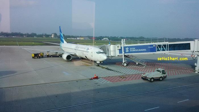 pesawat garuda di bandara Sultan Mahmud Badaruddin II  palembang