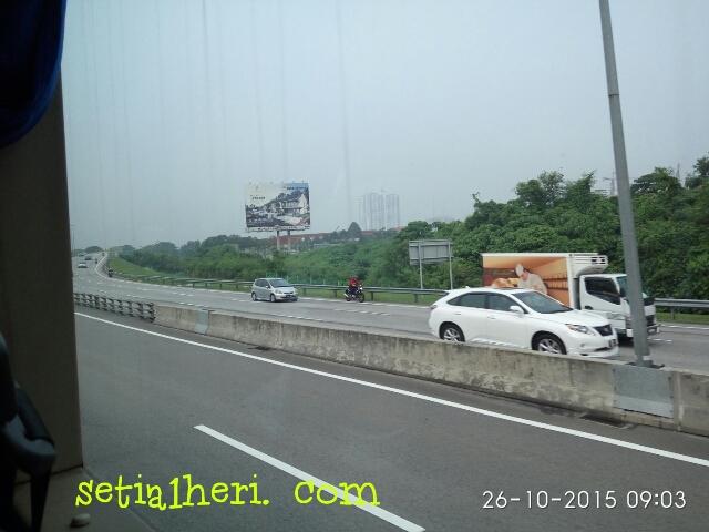 kendaraan roda dua masuk tol di Malaysia
