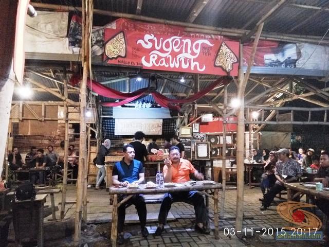 cangkruk bareng kapolda jatim anton setiadji dan kapolresta surabaya yan fitri di angkringan mbah cokro november 2015 (12)