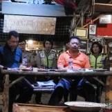 cangkruk bareng kapolda jatim anton setiadji dan kapolresta surabaya yan fitri di angkringan mbah cokro november 2015 (5)