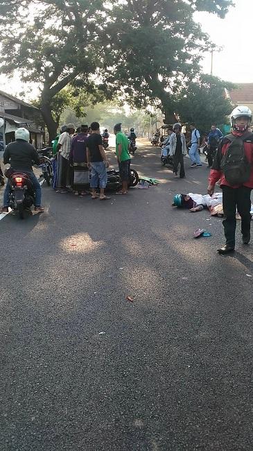 kecelakaan moto vario ibu dan anak di sambogunung dukun gresik 2015
