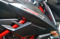 Honda All New CB150R warna livery hitam dan merah (2)