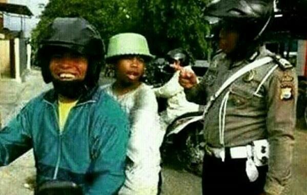 cara cari alasan ketika ditilang polisi tidak memakai helm