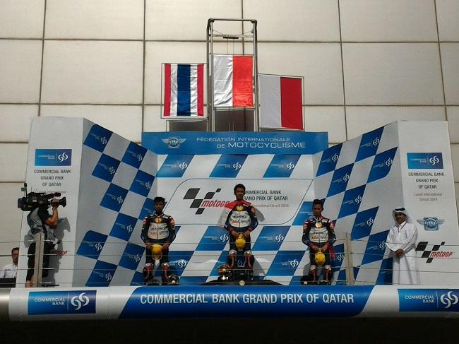 ebalap binaan AHM, Andi Gilang (tengah) dan Gerry Salim (kanan) berhasil naik podium setelah menempati posisi pertama dan ketiga race kedua ATC 2016 seri Qatar (19-203)