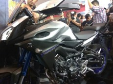 Yamaha MT-09 Tracer di booth Yamaha di Indonesia International Motor Show (IIMS) 2016 (14)