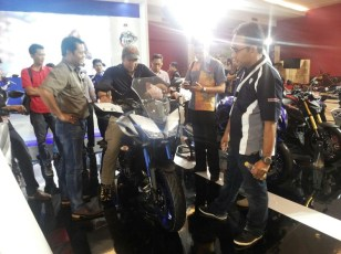 Yamaha MT-09 Tracer di booth Yamaha di Indonesia International Motor Show (IIMS) 2016 (4)