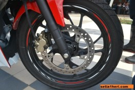 spesifikasi ban depan All New CBR150R Racing Red livery 2016 keren brosis
