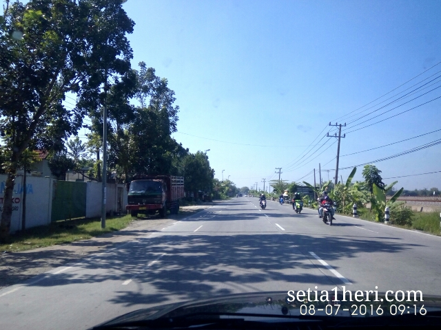 kondisi jalanan mulus Bojonegoro Kalitidu Padangan Ngawi tahun 2016~03