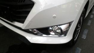 Gambar detail foglamp Daihatsu Sigra Tipe R MT Deluxe warna putih (kasta tertinggi)