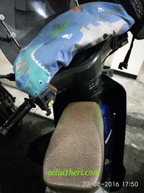 kursi jok depan buat boncengan anak dan bantal di dashboardnya