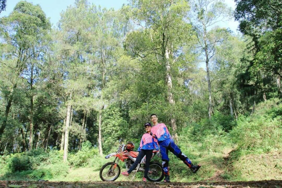 tersemai-cinta-diatas-sadel-motor-trail-yang-indah-3