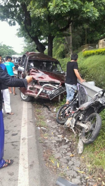 kecelakaan dumptruk maut di raya purwodadi hari jumát 13 januari 2017 (4)