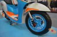 Honda scoopy velg 12 inch tahun 2017 modifikasi playful white blue (14)
