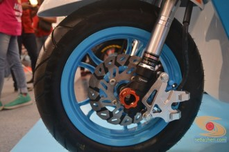 Honda scoopy velg 12 inch tahun 2017 modifikasi playful white blue (3)