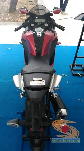 gambar detail all new yamaha r15 v3 tahun 2017 warna merah (1)