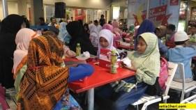 anak yatim yayasan nurani mandiri surabaya buka bersama di kfc surabaya 2017
