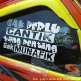 tulisan inspiratif di kaca truk