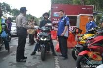 yamaha jatim bagi takjil bersama polantas surabaya dan biker yamaha aerox tahun 2017 (11)