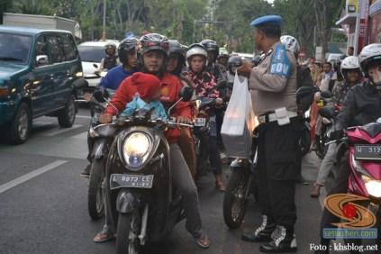 yamaha jatim bagi takjil bersama polantas surabaya dan biker yamaha aerox tahun 2017 (3)