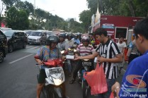 yamaha jatim bagi takjil bersama polantas surabaya dan biker yamaha aerox tahun 2017 (5)