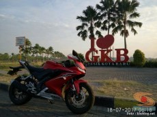 Yamaha All New R15 tahun 2017 di bunderan i love gkb gresik