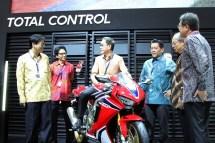 Harga dan Spesifikasi Honda CBR1000RR Fireblade 2017 di Indonesia