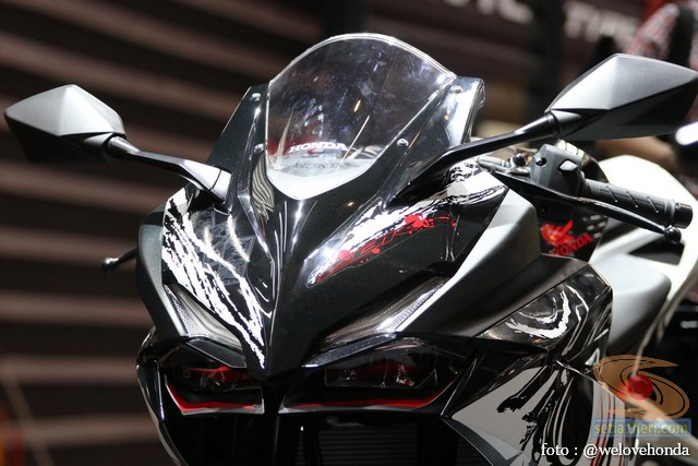 gambar Honda CBR250RR Special Edition tema The Art of Kabuki tahun 2017