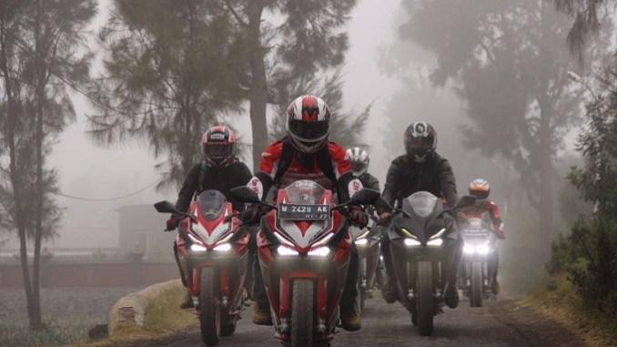 Biker Honda CBR250RR di Jawa Timur ngegass Race To Bromo tahun 2017 (3)
