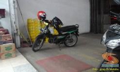 Nunggang motor bebek jadul tapi helm fullface, masalah buat elo (5)