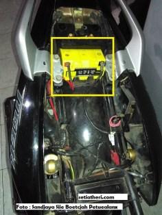 letak aki bila modif berlubang bagian rangka tengah pada Honda Tiger
