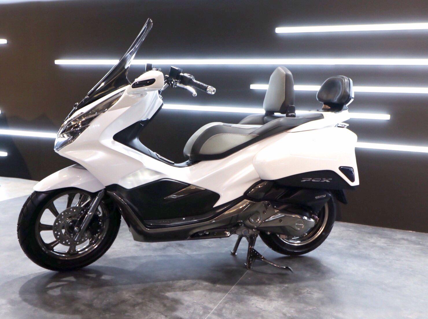Modifikasi Honda PCX 150 Indonesia tahun 2018 versi Exlusive Touring
