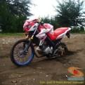Kumpulan foto unik cara parkir motor Yamaha Vixion di area pasir (12)