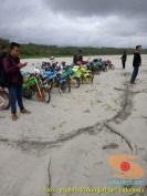 Kumpulan foto unik cara parkir motor Yamaha Vixion di area pasir (9)