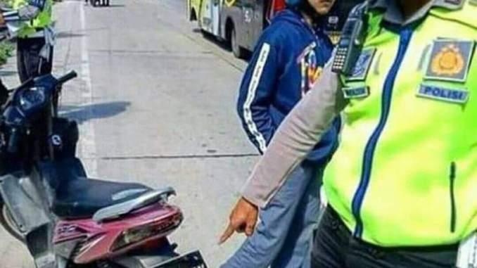 nopol unik bertuliskan kamu jelek kena tilang polisi