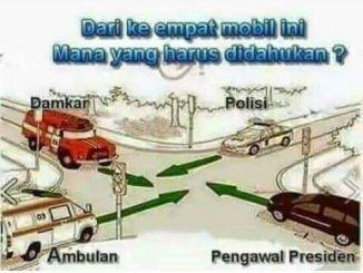 ini-jawaban-tepat-bila-diperempatan-bertemu-antara-mobil-damkar-mobil-polisi-mobil-ambulan-dan-mobil-pejabat-negara