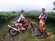 Kumpulan foto biker prewedding dan romantisme pasangan diatas motor trail brosis (14)