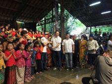 Marc Marquez menikmati alunan Angklung di Bandung brosis...bahkan sampai joget riang gembira (2)