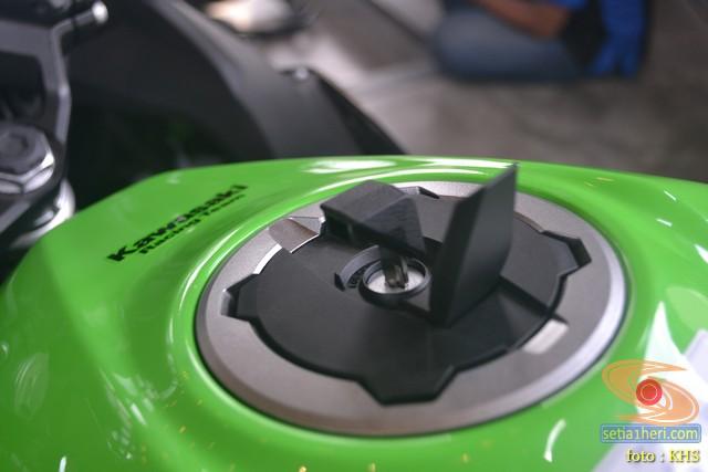 Mengintip harga Kawasaki Ninja 250 SE versi smart key alias KIPASS di Kota Surabaya tahun 2019 (7)