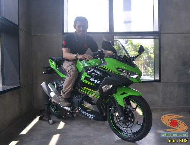 setia1heri bersama kawasaki ninja 250 keyless
