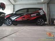 Kumpulan gambar modifikasi cutting sticker mobil Agya dan Ayla (9)